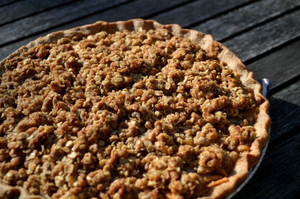 Humble-Apple-Pie-Crumble-by-@JesseLWellness-pie-1024x682