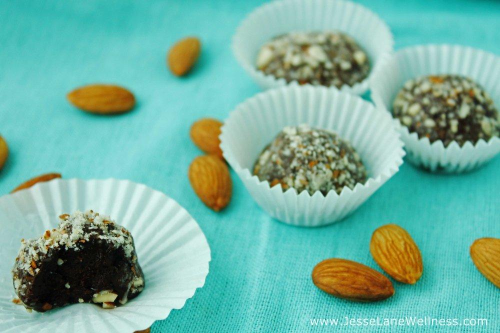 Vanilla-Almond-Protein-Truffles-by-@JesseLWellness